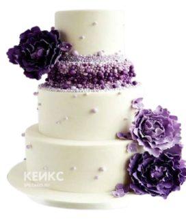 Торт с фиолетовыми цветами и бусинами для женщины на юбилей 50 лет