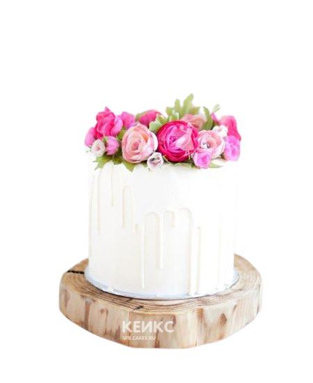 Торт белого цвета с цветами на юбилей женщине 55 лет
