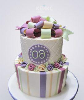 Торт на юбилей женщине 60 лет с разноцветным бантиком