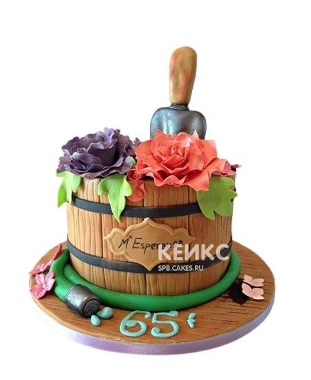 Оригинальный торт Женщине на юбилей 65 лет бочонок с цветами