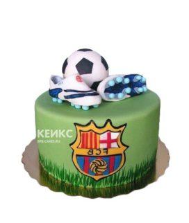 Футбольный торт Барселона с эмблемой и бутсами на поле