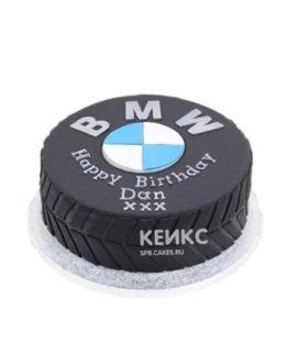 Торт в виде колеса с логотипом БМВ