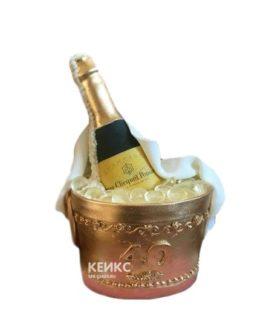 Торт в виде бутылки шампанского в медном ведерке со льдом