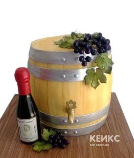 Торт бочонок и бутылка вина