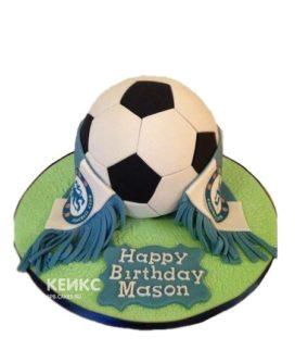 Торт Челси в форме футбольного мяча с шарфом и табличкой
