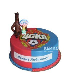 Круглый красно-синий торт ЦСКА с эмблемой