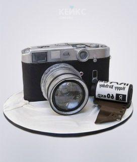 Торт в виде пленочного фотоаппарата с пленкой