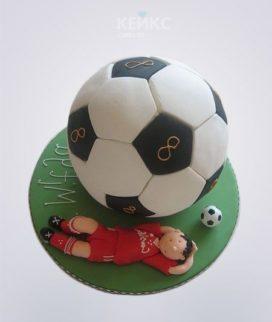 Торт футбол в виде мяча с игроком