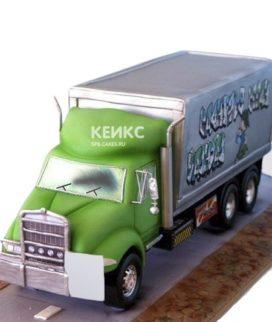 Торт в виде грузовой машины с зеленой кабиной
