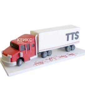 Торт в виде грузовой машины с красной кабиной