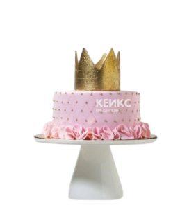 Розовый торт украшенный золотой короной