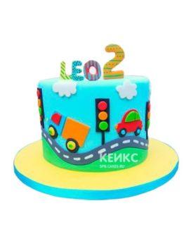 Яркий детский торт с рисунком машин на дороге