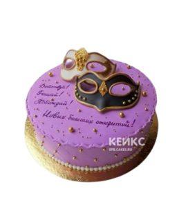 Торт сиреневого цвета с двумя масками