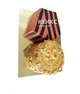 Торт в виде медали с георгиевской лентой