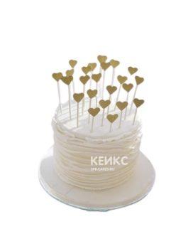 Торт с золотистыми сердечками на 14 февраля