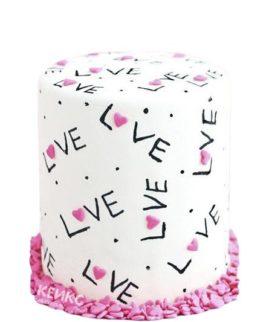 Белый торт на 14 февраля с надписями Love