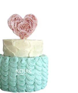 Бирюзово-белый торт на 14 февраля с розовым сердцем