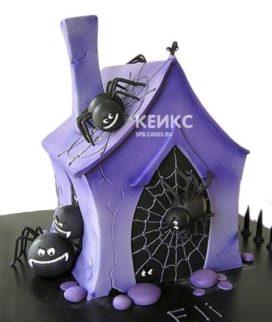 Торт на Хэллоуин в виде дома с пауками из мастики