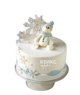 Торт на новый год с фигуркой снеговика