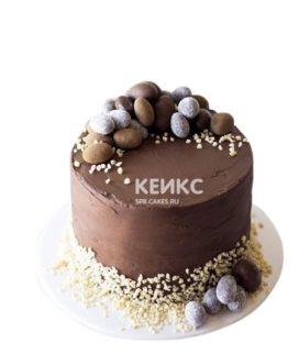 Торт на Пасху коричневый с яйцами