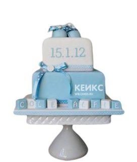 Торт на рождение мальчика бело-голубой с кубиками