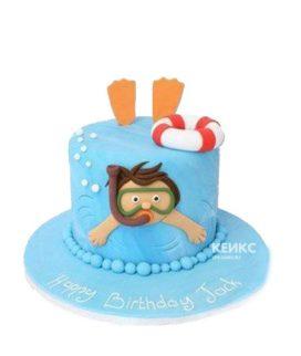 Синий торт плавание с человеком в маске