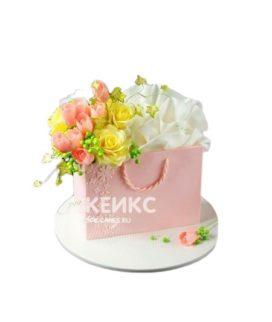 Торт в виде розового подарочного пакета с цветами