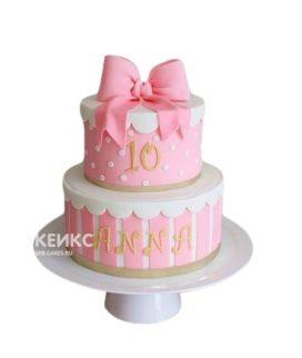 Торт в виде розового подарка с бантиком