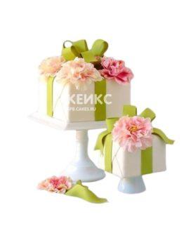 Торт в виде подарка с бантиком и цветами