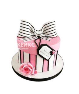 Торт подарок в виде розово-белой коробки с бантом