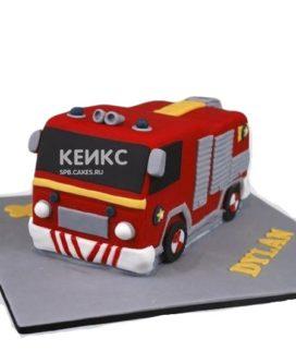 Торт в виде красной пожарной машины