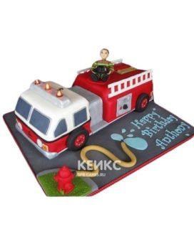 Торт в виде пожарной машины с гидрантом и пожарным