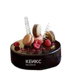 Черный зеркальный торт с малиной и печеньем