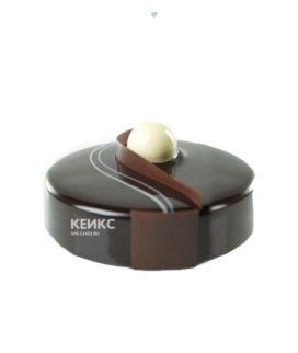 Черный зеркальный торт с белым шариком
