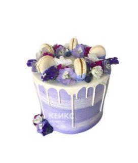 Торт с живыми цветами и печеньками