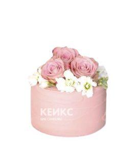 Нежный торт на день рождение с живыми розами