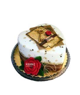 Торт в форме сердца с ключом и красной розой