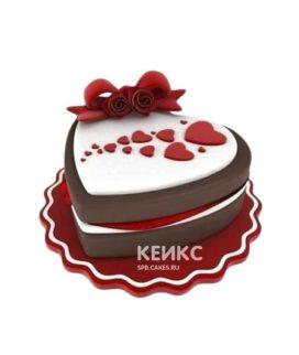 Торт в форме сердца с шоколадными боками