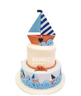 Белый двухъярусный торт с корабликом в морском стиле