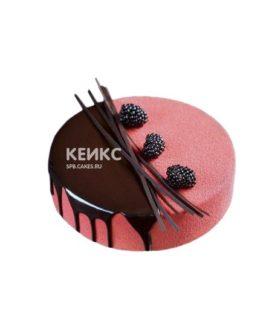 Велюровый торт с глазурью и ягодами