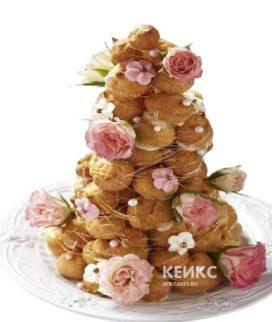 Свадебный торт Крокембуш с карамельной нитью и цветами