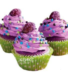 Фиолетовые капкейки с разноцветным драже