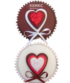 Капкейки любовь с красными и белыми сердечками