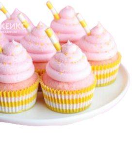 Желто-розовые капкейки с трубочками