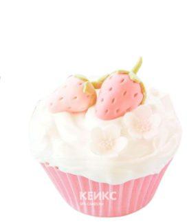 Розовые капкейки с клубникой из мастики