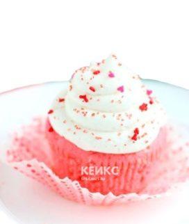 Капкейки в бело-розовом цвете с посыпкой