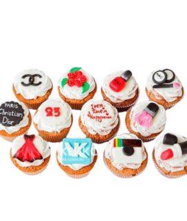 Набор капкейков на день рождения подруге с косметикой из мастики