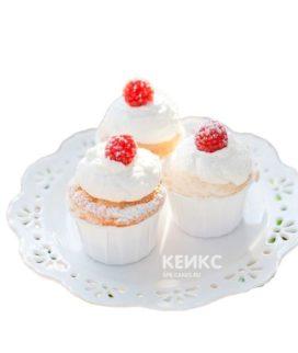 Недорогие капкейки с ягодами