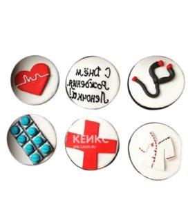 Капкейки с надписью и красным крестом для врача