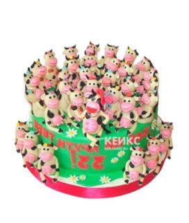 Торт 33 коровы на зеленой поляне с ромашками